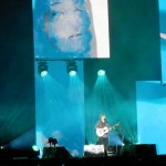 Ed Sheeran fills the stage on his own